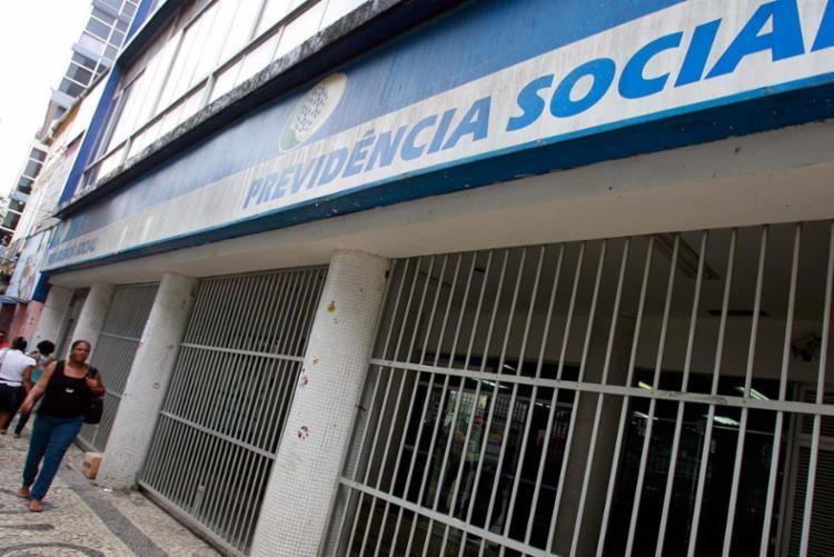 Em 2015, o sistema previdenciário brasileiro amargou déficit de R$ 85,8 bilhões - Foto: Joá Souza   Ag. A TARDE   30.10.2014