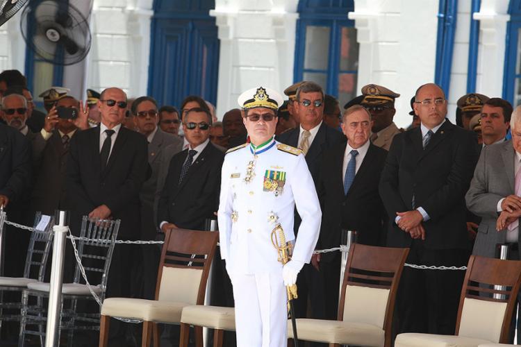 Cerimônia civil-militar marcou a passagem de comando ao vice-almirante nesta segunda-feira, 9 - Foto: Luciano da Matta l Ag. A TARDE