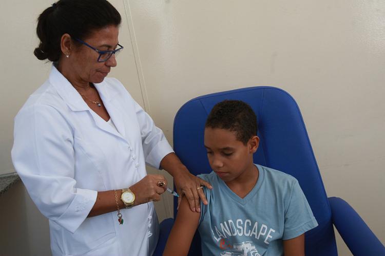 Paulo Henrique foi vacinado no Centro de Saúde Ramiro de Azevedo - Foto: Margarida Neide l Ag. A TARDE