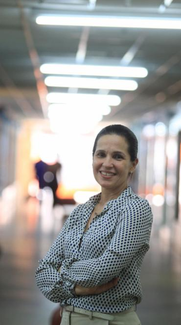 Rosema Maluf, do Outlet Center Bahia, explica que a dispensa do luxo reduz os custos dos lojistas - Foto: Lúcio Távora | Ag. A TARDE | 31.01.2017