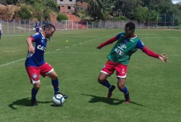 Guto Ferreira comanda treino para parte do elenco no Fazendão