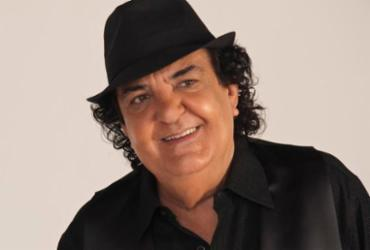 Paulinho Boca de Cantor é o rei do bloco Os Mascarados