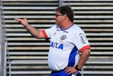 Guto fica entre manter rodízio ou repetir time titular na Copa do Brasil