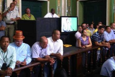 Taxistas protestam contra regulamentação do Uber na Câmara