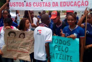 Estudantes protestam pelo segundo dia contra fechamento de escola
