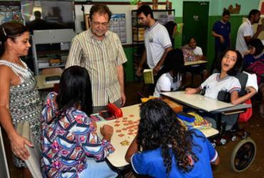 Secretaria de Educação abre novas turmas no Colégio Satélite após denuncias de pais