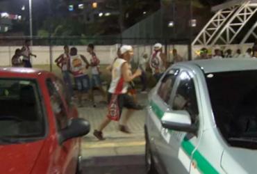 Torcida do Vitória e do Vasco se enfrentam antes de jogo de basquete