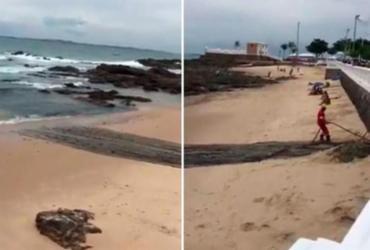 Internautas acusam prefeitura de jogar sujeira na praia da Barra