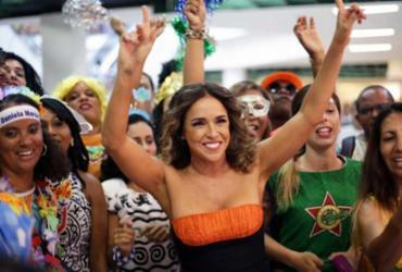 Daniela Mercury encerra folia com show no palco no Farol da Barra