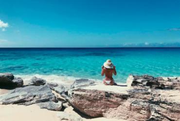 Bruna Marquezine posta foto de topless em viagem ao Caribe