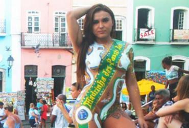 Madrinha de escola de samba de São Paulo desfila em Salvador