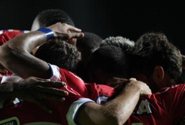 Em noite inspirada, Bahia goleia xará de Feira por 6 a 0