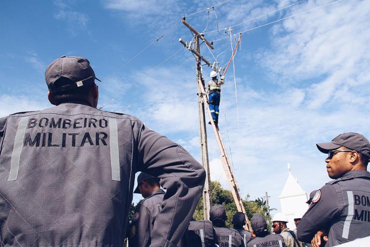 Bombeiros aprendem sobre formas seguras de atuar próximo à rede de energia - Foto: Jorge Cordeiro l Ascom SSP-BA