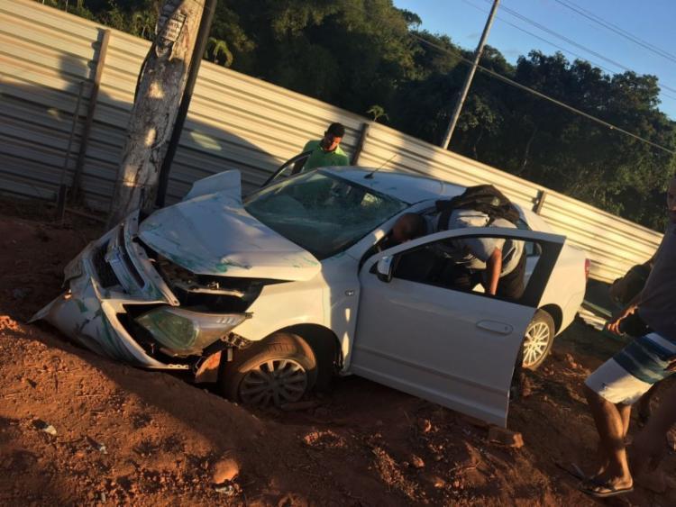 Motorista do Cobalt teria perdido o controle do veículo - Foto: Reprodução | Foto do Leitor