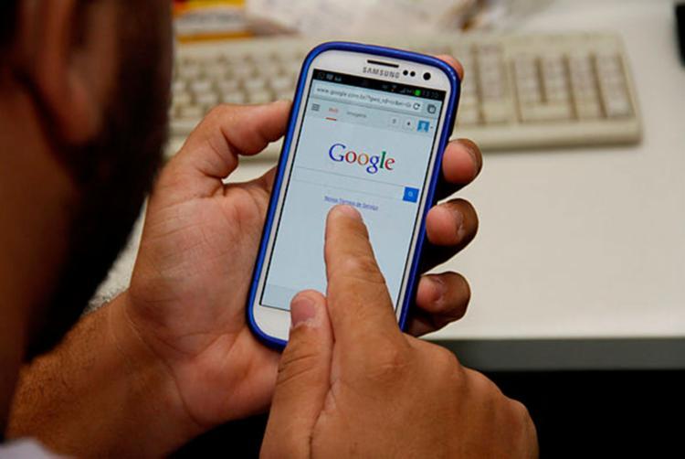 O smartphone se tornou o principal meio para acessar a internet - Foto: Joá Souza | AG. A TARDE 15/10/2013