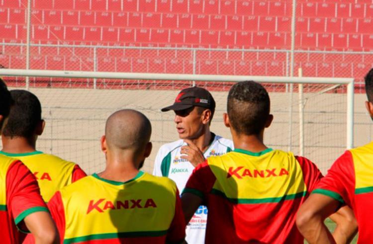 O técnico Paulo Sales chegou no início da semana na Juazeirense - Foto: Juazeirense | Divulgação