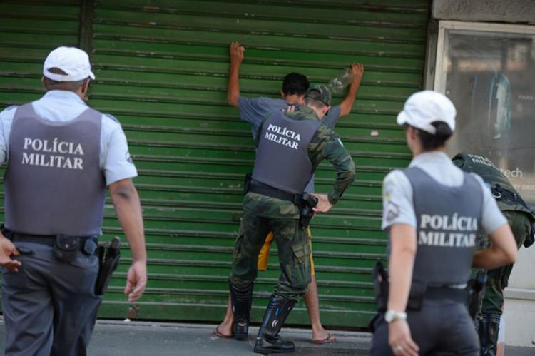 Policiais militares de férias e de folga voltaram às ruas em Vitória - Foto: Tânia Rêgo l Agência Brasil
