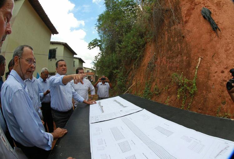Serviço prevê cobertura do solo ao longo de 287 m e melhorias, como calçadas - Foto: Manu Dias l Gov-BA