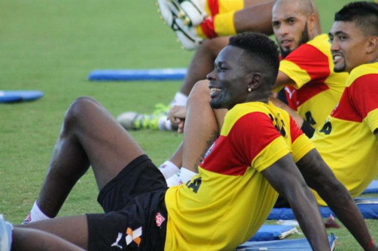 Kanu venceu disputa com Fred e volta ao time titular - Foto: Maurícia da Matta | EC Vitória