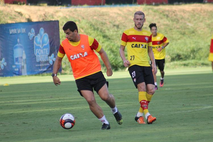 André Lima (E) e Uilliam Correia terão chance no time titular - Foto: Maurícia da Matta l EC Vitória