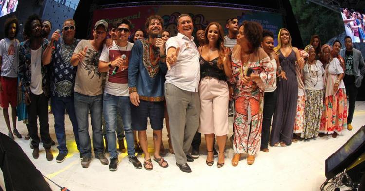Governador Rui Costa (C) e algumas das atrações do Carnaval pipoca - Foto: Manu Dias | GOVBA | Divulgação