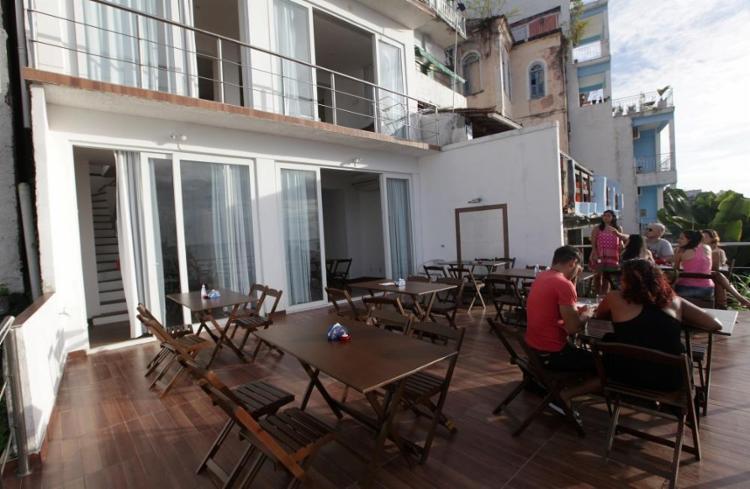 O Ateliê Dani Cunha reúne loja, café e espaço para exposições - Foto: Adilton Venegeroles | Ag. A TARDE