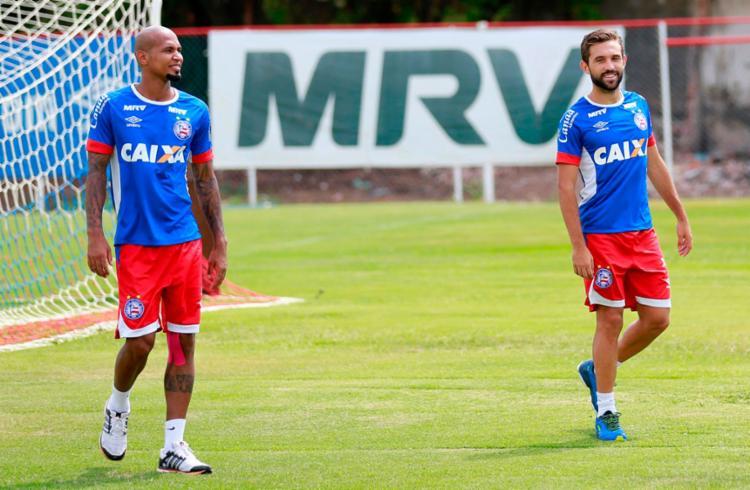 Wellington Silva (E) e Allione(D), contundido, ficaram apenas no treino físico - Foto: Felipe Oliveira | EC Bahia