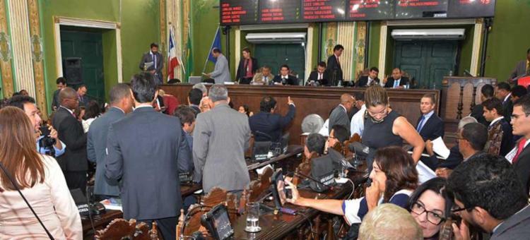 Foram 30 votos favoráveis, nove contrários e quatro ausências - Foto: Antonio Queirós | Divulgação