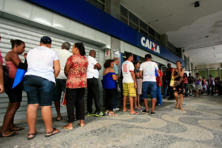As agências da Caixa, aos sábados, vai funcionar das 9h às 15h - Foto: Edilson Lima | Ag. A TARDE | 10.10.2016