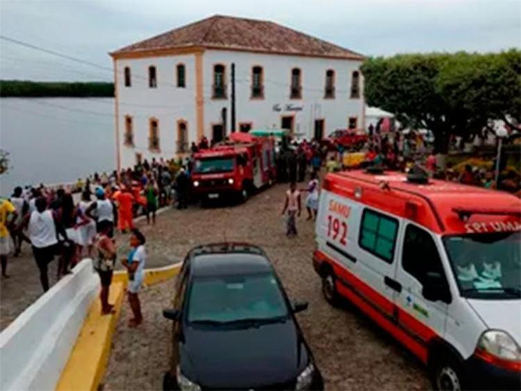 Cerca de 15 pessoas foram atendidas após o acidente - Foto: Divulgação | Corpo de Bombeiros