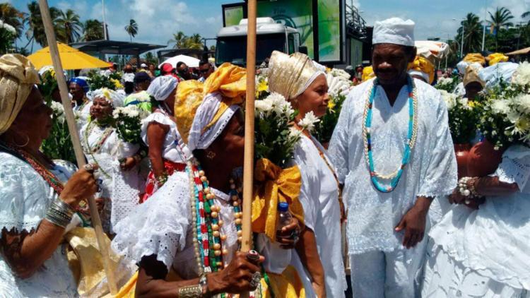 O cortejo tradicional saiu às 10 horas com a participação de cerca de 200 baianas - Foto: Raul Spinassé | Ag. A TARDE
