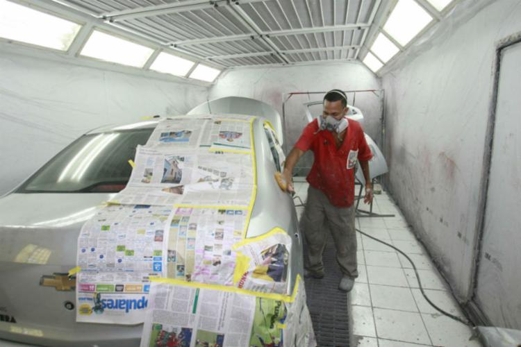 Serviço de pintura com aparência de carro novo - Foto: Luciano da Matta / Ag. A TARDE