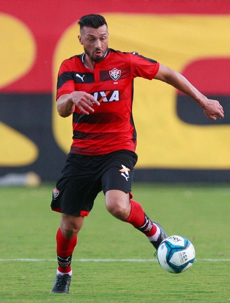 Na sua 1ª partida como titular no Barradão, Dátolo encheu os olhos - Foto: Adilton Venegeroles l Ag. A TARDE