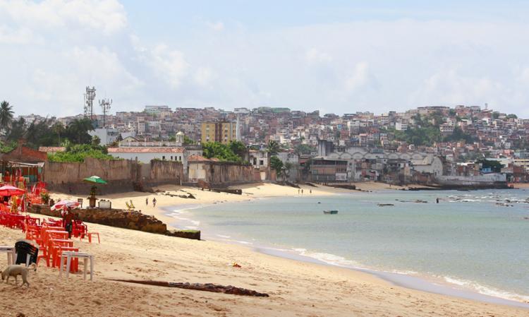 Praia do Canta Galo, atrás das instalações da FIB, é uma das impróprias - Foto: Edilson Lima   Ag. A TARDE