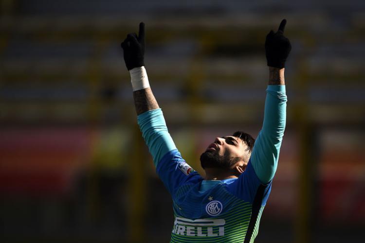 Gabriel Barbosa, o Gabigol, celebra seu primeiro gol no time italiano - Foto: Filippo Monteforte | AFP