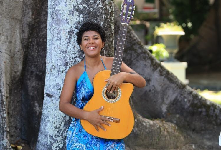 A cantora e compositora, nascida em Juazeiro - Foto: Joá Souza
