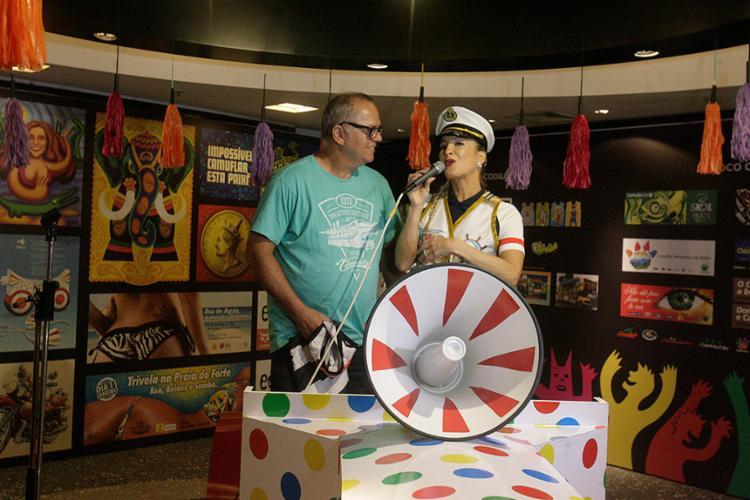 Claudia apresentou o 'colé' ao amigo Pedrinho da Rocha - Foto: Luciano da Matta l Ag. A TARDE