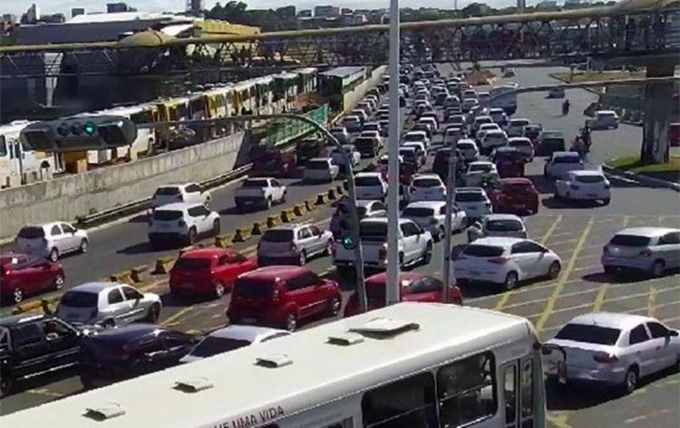 Motoristas enfrentam retenção na LIP, Paralela, ACM e Oscar Pontes - Foto: Divulgação | Twitter Transalvador