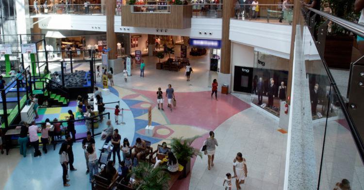 Os shoppings vão funcionar de forma diferenciada - Foto: Mila Cordeiro | Ag. A TARDE