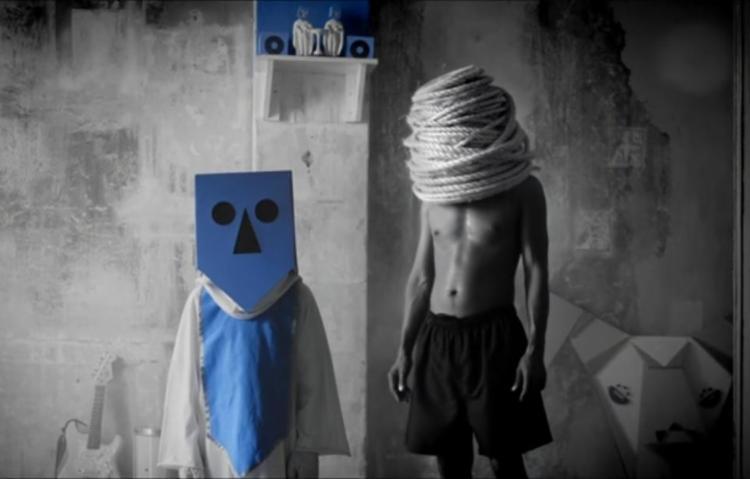 Clipe foi gravado no bairro do Dois de Julho, em Salvador, e tem participação de BNegão - Foto: Reprodução | Youtube