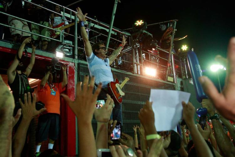 Tuca Fernandes é porta-voz de grandes hits do Carnaval de Salvador, como 'É verão' e 'Praieiro' - Foto: Joá Souza | Ag. A TARDE | 15.02.2015