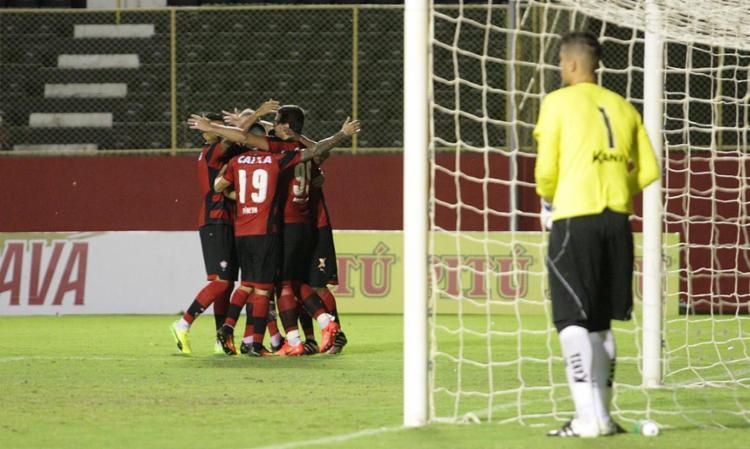 Jogadores comemoram um dos gols do Vitória - Foto: Margarida Neide | Ag. A TARDE