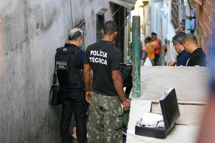 Vítima foi executada na rua Ogum de Ronda nesta quarta-feira, 22 - Foto: Adilton Venegeroles l Ag. A TARDE