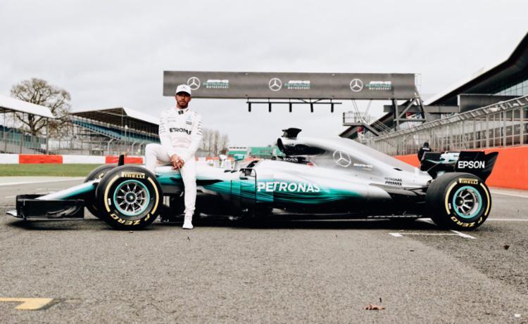 A Mercedes apresentou o novo carro nesta quinta - Foto: Reprodução   Twitter   Lewis Hamilton