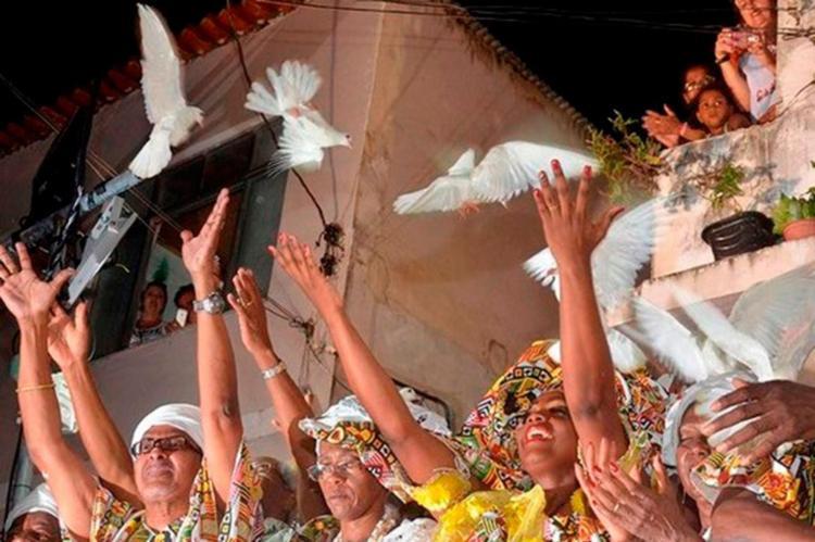 Soltura das pombas é um dos momentos mais esperados da noite - Foto: Divulgação