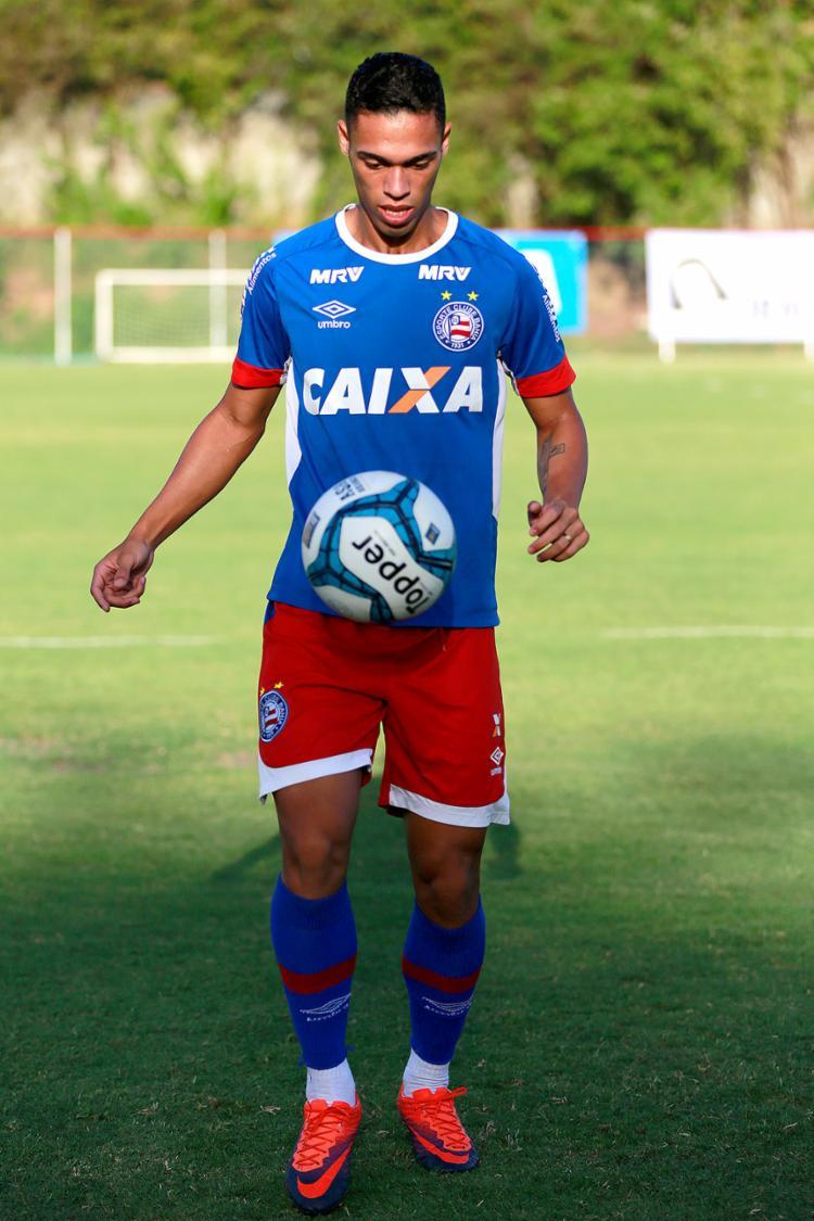 Brilhando como lateral, Éder diz que prefere jogar como zagueiro - Foto: Felipe Oliveira l EC Bahia l 23.2.2017