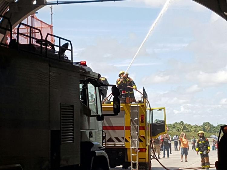 Bombeiros estiveram no local para apagar as chamas - Foto: Jerome Müller | Cidadão Repórter