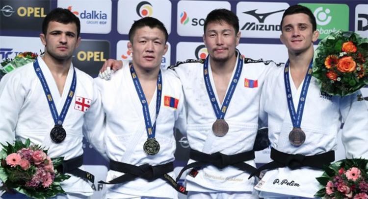 Phelipe Pelim (D) derrotou judoca espanhol por ippon na disputa pela medalha - Foto: Divulgação l CBJ