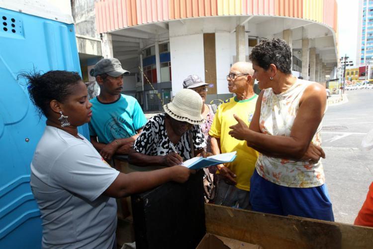 Os catadores receberam kits com camisa, bota, calça e protetor auricular - Foto: Camila Souza | GOVBA