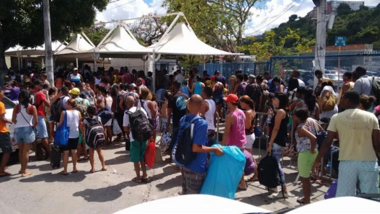 Apesar do fluxo, o movimento para quem faz a travessia para Bom Despacho, na Ilha de Itaparica, é tranquilo - Foto: Luciano da Matta | Ag. A TARDE
